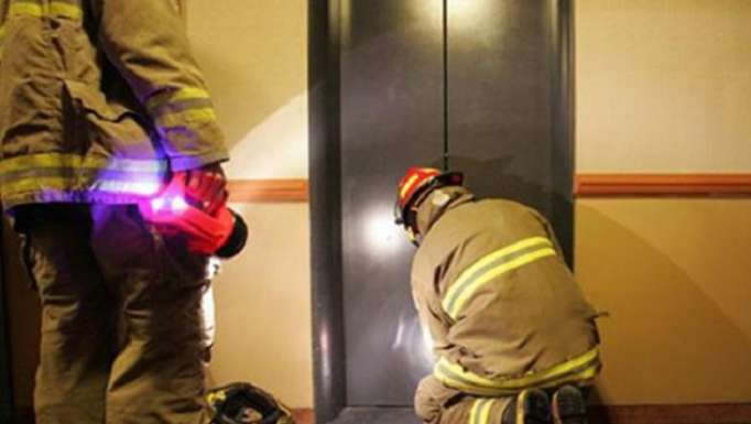 Bakıda 11 nəfər liftdə qaldı