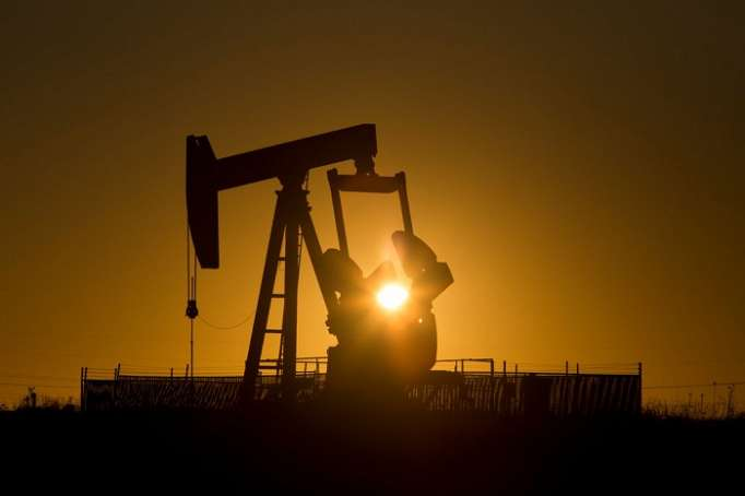 Oil prices edge up after Saudi output dips, U.S. drilling stalls