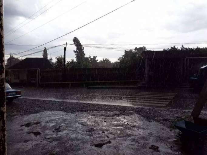 Şimal-qərb bölgəsinə güclü yağış və dolu yağıb - Fotolar