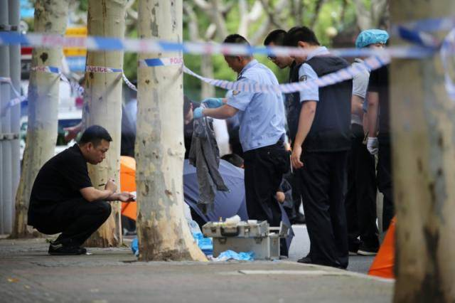 Knife-wielding man kills two primary schoolchildren in Shanghai