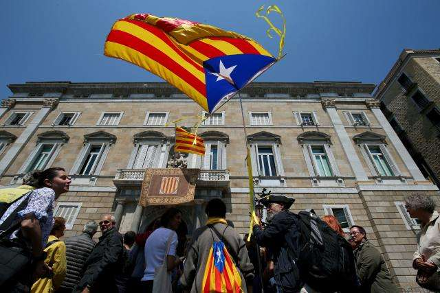 Spanish government makes gesture to Catalan separatists on prisoners