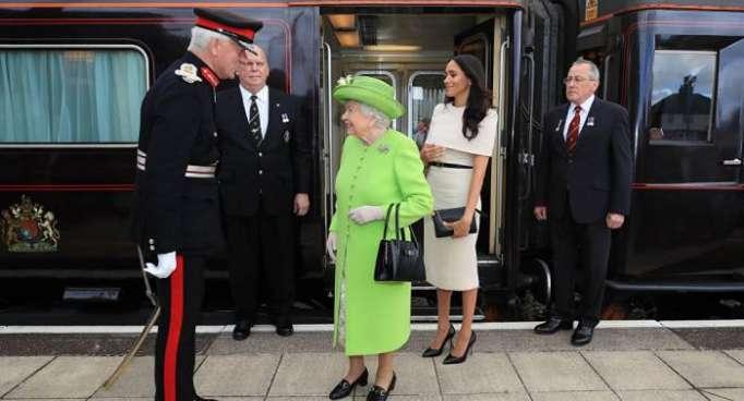 الملكة إليزابيث وميغان تبدآن أول رحلة ملكية معا