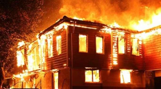 Zaqtalada 4 otaqlı ev yanıb