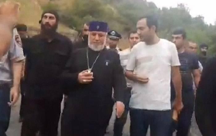 Ermənistanda əhali Qaregini mühasirəyə aldı -