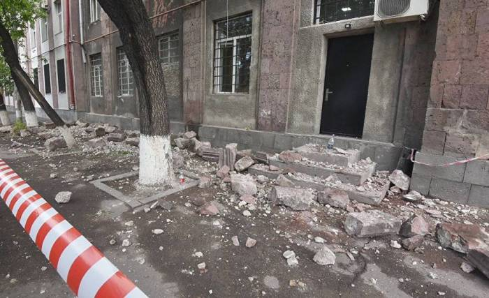 Ermənistanda nazirlik binası uçub - Vəzifəli şəxs ölüb