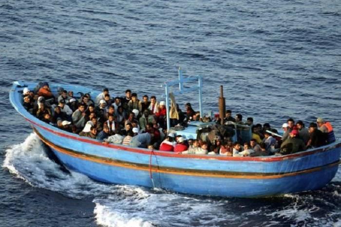 139 sərnişini daşıyan bərə çevrilib