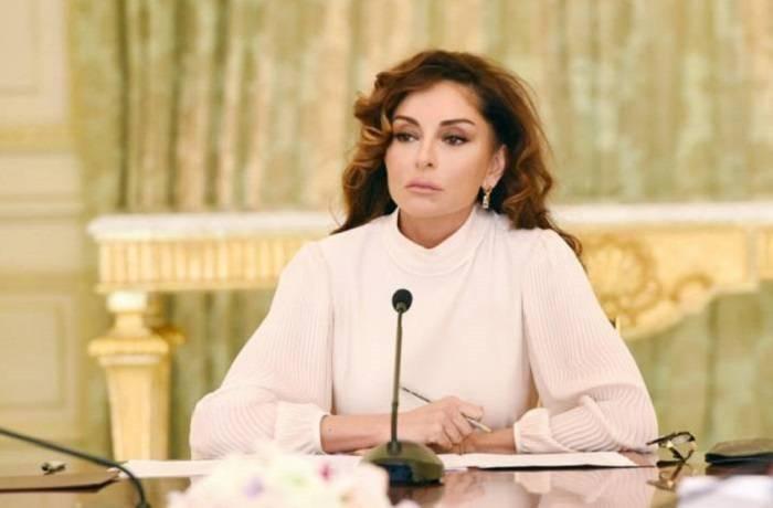 """""""Təhsil strateji sahə kimi daim diqqət mərkəzindədir"""" - Mehriban Əliyeva"""