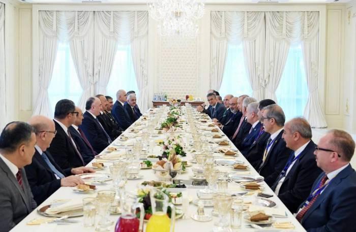 Prezidentlərin geniş tərkibdə görüşü olub