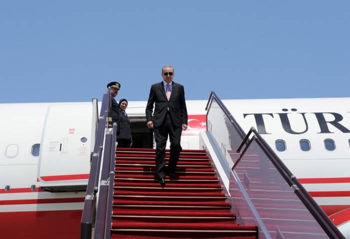 Erdogan ist in Aserbaidschan angekommen - FOTOS