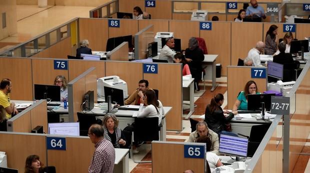 El Gobierno demora a septiembre la subida de sueldo de los funcionarios