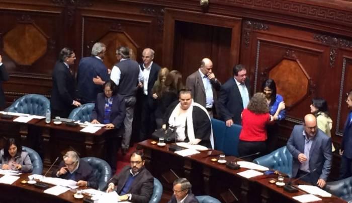 Senadores de Uruguay aprueban tratado de libre comercio con Chile