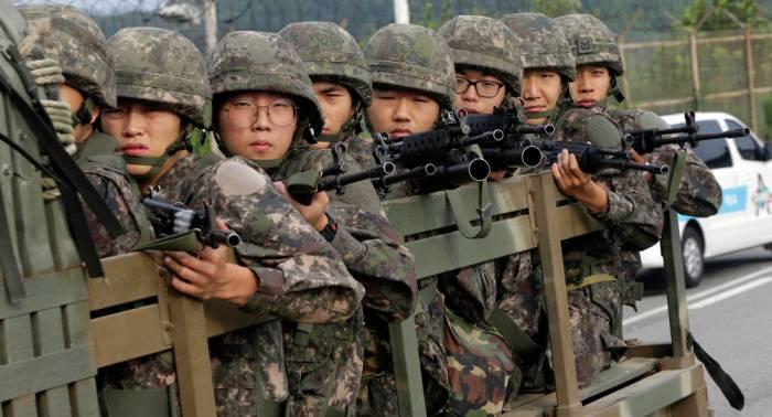 Militares de ambas Coreas restablecen una línea de telecomunicaciones en el oeste