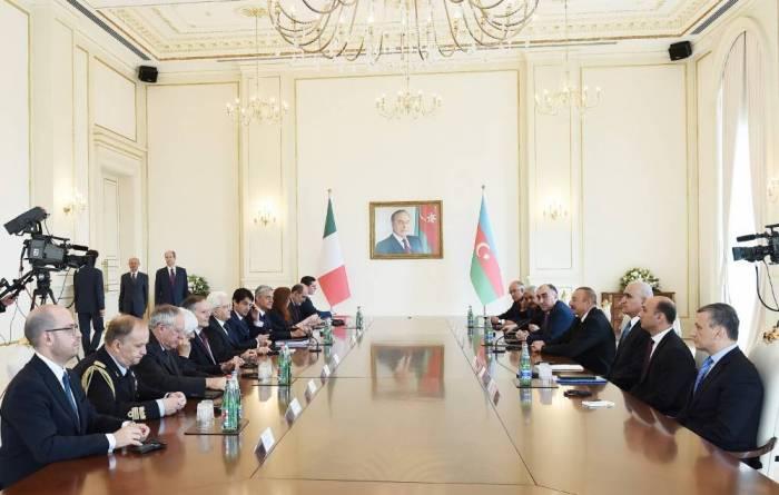 Presidentes de Azerbaiyán e Italia celebran reunión ampliada