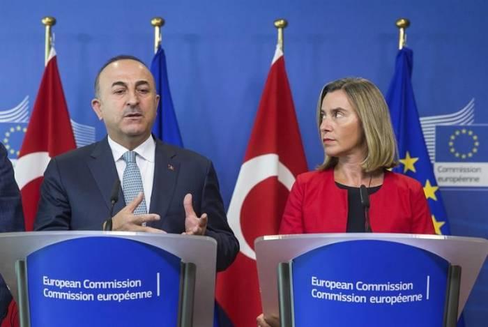 La UE alerta de las restricciones en Turquía pese al fin del estado de emergencia
