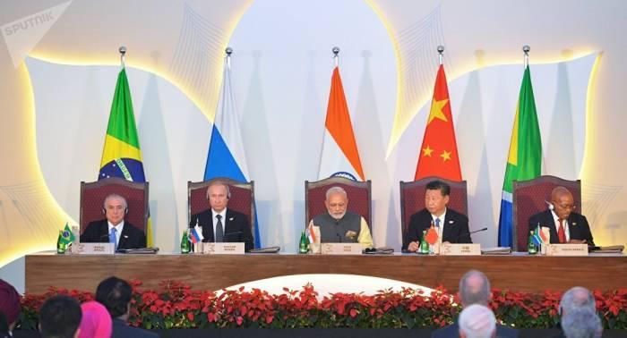 Rusia aboga por fomentar el comercio en monedas nacionales entre los países del BRICS
