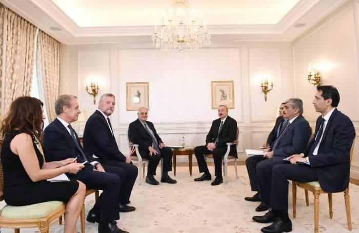 Le président Aliyev a discuté de la coopération militaire à Paris
