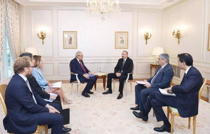Ilham Aliyev se reúne con el director ejecutivo de SUEZ