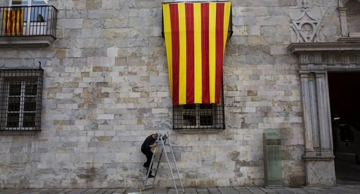 Sondeo revela división de los catalanes respecto al modelo de gobierno para Cataluña