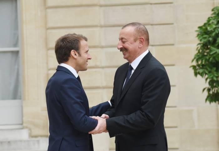 Präsident Aliyev trifft mit seinem französischen Amtskollegen Emmanuel Macron