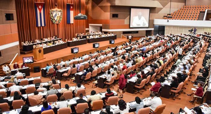 Parlamento cubano discute temas económicos y constitucionales en IX Legislatura