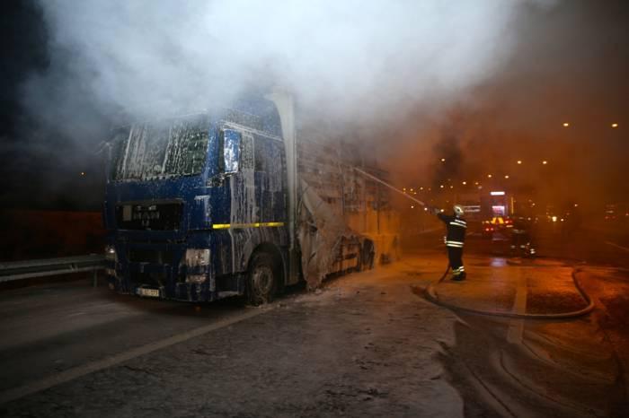 Avtomobil parkında yanan 4 nəfər Bakıya gətirilir
