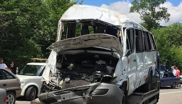 Bakıda 13 nəfər yol qəzasında yaralandı