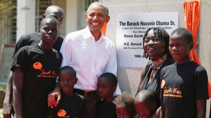 الرئيس الأمريكي السابق يزور مسقط رأس والده في كينيا
