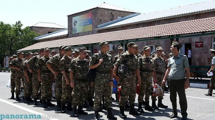 Ermənistanın müdafiə naziri oğlunu Qarabağa göndərdi