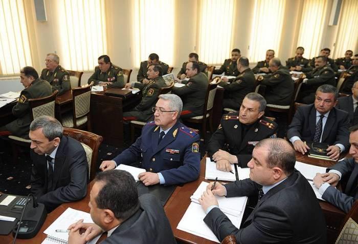 Ermənistanın Müdafiə Nazirliyi Paşinyana qarşı çıxdı