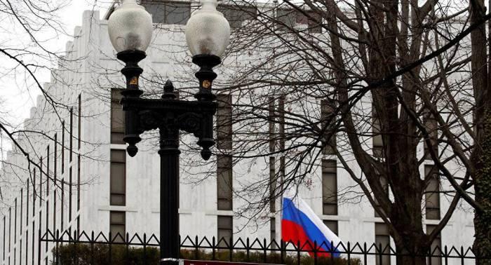 السفارة الروسية تدعو واشنطن إلى وقف مضايقة وسائل الإعلام الروسية