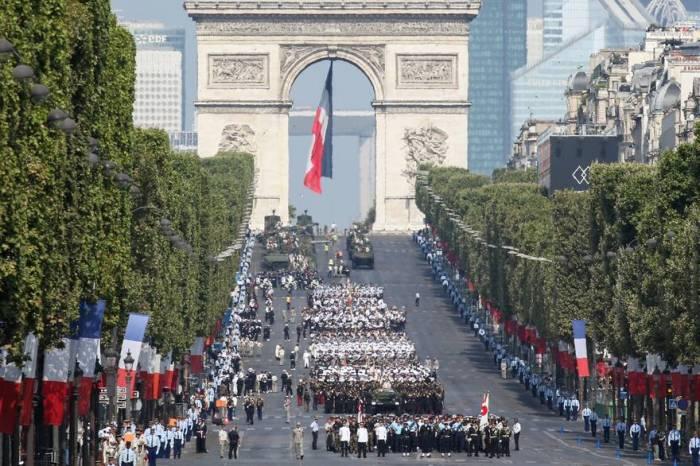 Suivez le défilé du 14 juillet sur les Champs-Élysées - EN DIRECT