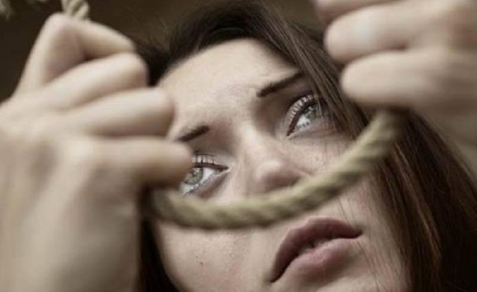 Yevlaxda iki uşaq anası intihar edib