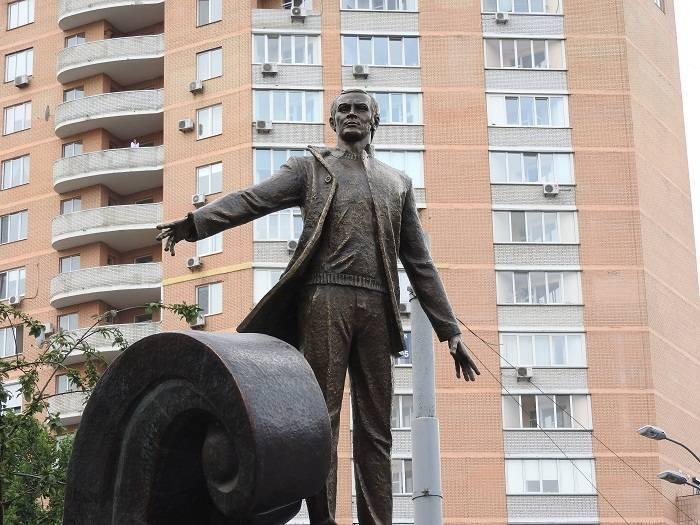 Kiyevdə Maqomayev adına parkın açılışı olub