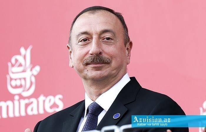 Le président Ilham Aliyev afélicité Emmanuel Macron
