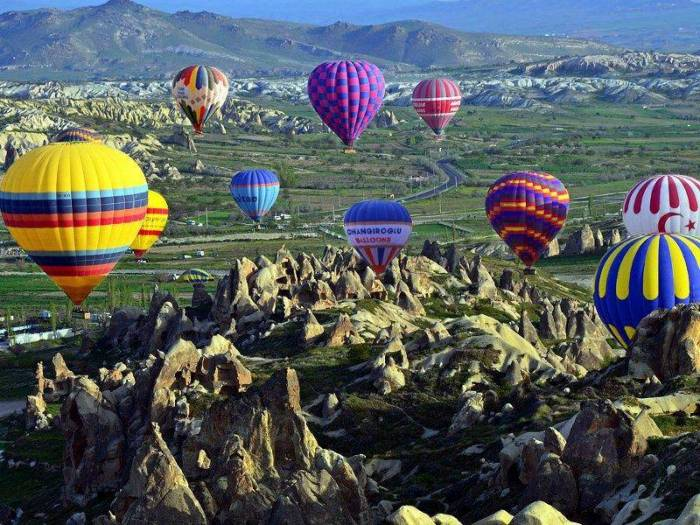 Balloon carrying tourists in Turkey makes emergency landing