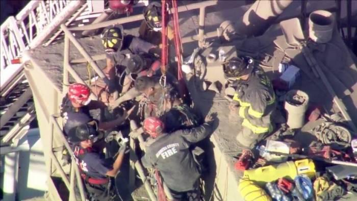 FOTO, VIDEO: Rescatan a un hombre que pasó más de 2 horas atrapado entre cemento