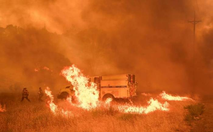 Un intenso incendio forestal amenaza parque Yosemite en California