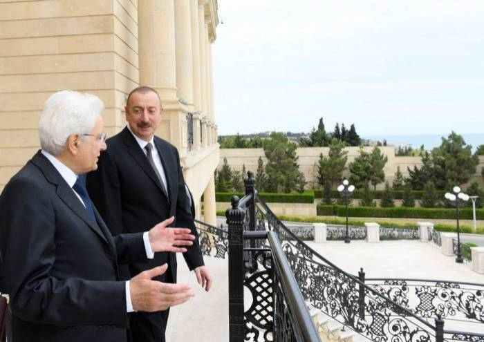 Al presidente italiano le otorgaron la orden Heydar Aliyev