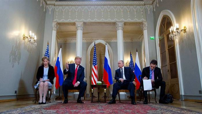¿Mal precedente? En EE.UU. exigen que testifique la traductora de la cumbre Trump-Putin