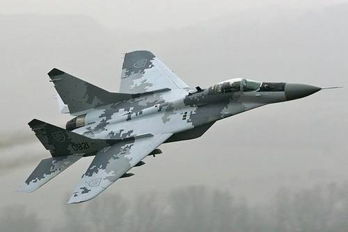 Romanian fighter jet crashes during airshow, kills pilot