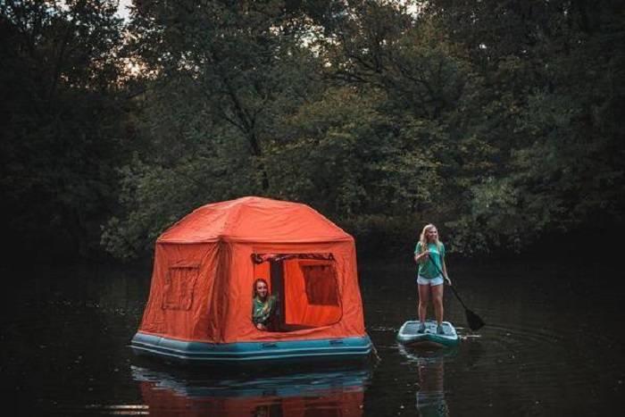 «Shoal Tent»: la première tente flottante qui permet de camper sur l