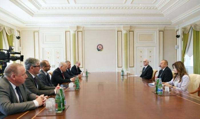 President Ilham Aliyev receives delegation from Switzerland