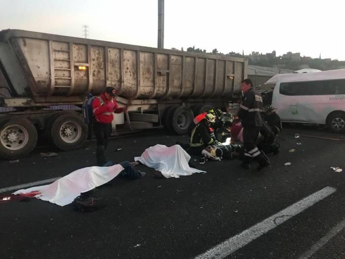 FOTOS, VIDEO: Un fatal accidente carretero deja 13 muertos y ocho heridos en México