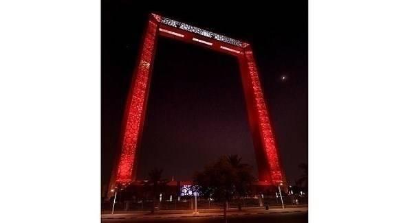 """""""برواز دبي"""" يضيء باللون الأحمر احتفالاً بـ«الأسبوع الإماراتي الصيني»"""