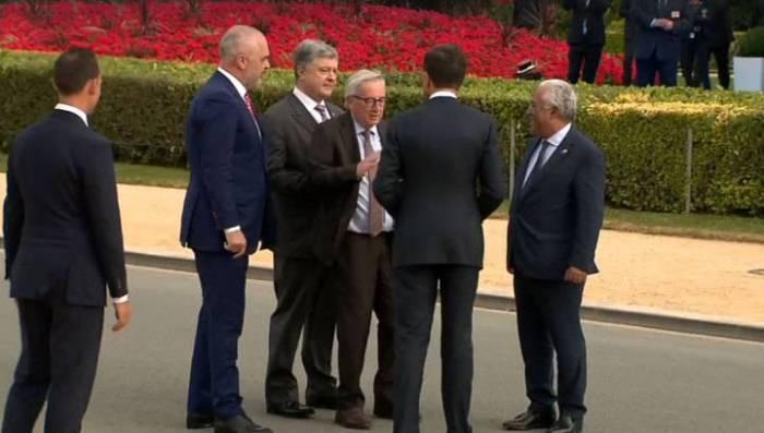 NATO sammitinə içkili getdi, Poroşenkonun üstünə yıxıldı? –VİDEO