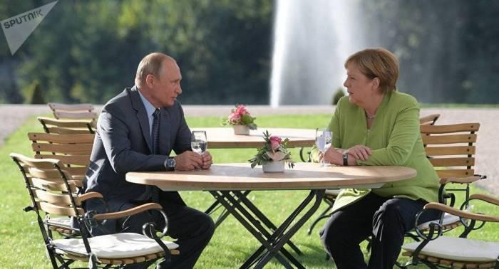 Le Kremlin donne son estimation de la rencontre Poutine-Merkel