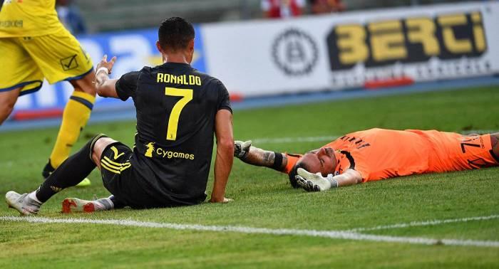 Ronaldo ilk oyunda rəqibin burnunu sındırdı