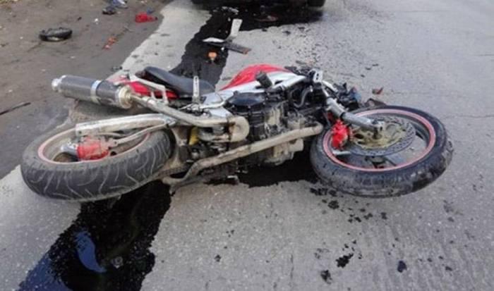 Biləsuvarda motosiklet qəzası, sürücü ölüb