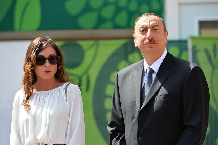 Prezident və xanımı fəvvarə kompleksinin açılışında