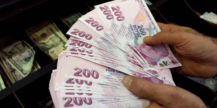 Turkish lira hits record low after U.S. says reviewing duty-free access